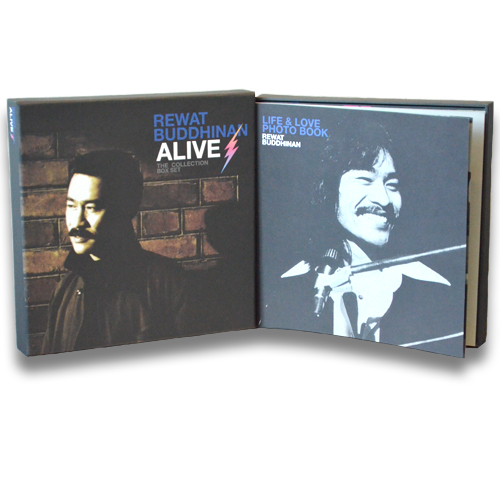 "DVD Boxset REWAT BUDDHINAN ALIVE THE COLLECTION อัลบั้มพิเศษ งานเพลงสุดคลาสสิค ของ ""เต๋อ เรวัต พุทธินันทน์"""