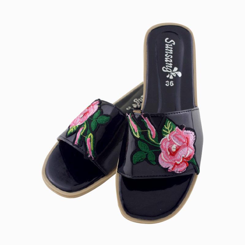 รองเท้าแตะลายดอกไม้ สีดำ ไซส์ 38